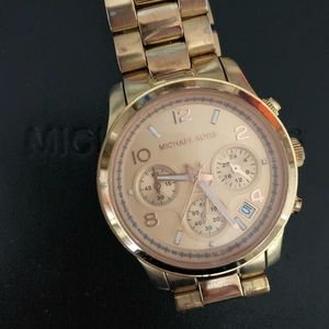 Rose gold Oversized Michael Kors watch
